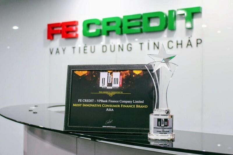 FE Credit đạt nhiều giải thưởng lớn nên bạn có thể yên tâm vay tiền tại đây