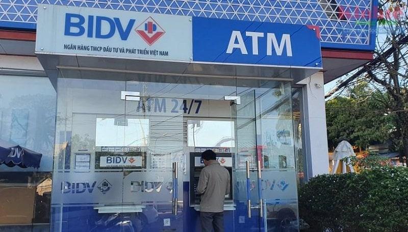 Kiểm tra  số dư tài khoản tại cây ATM