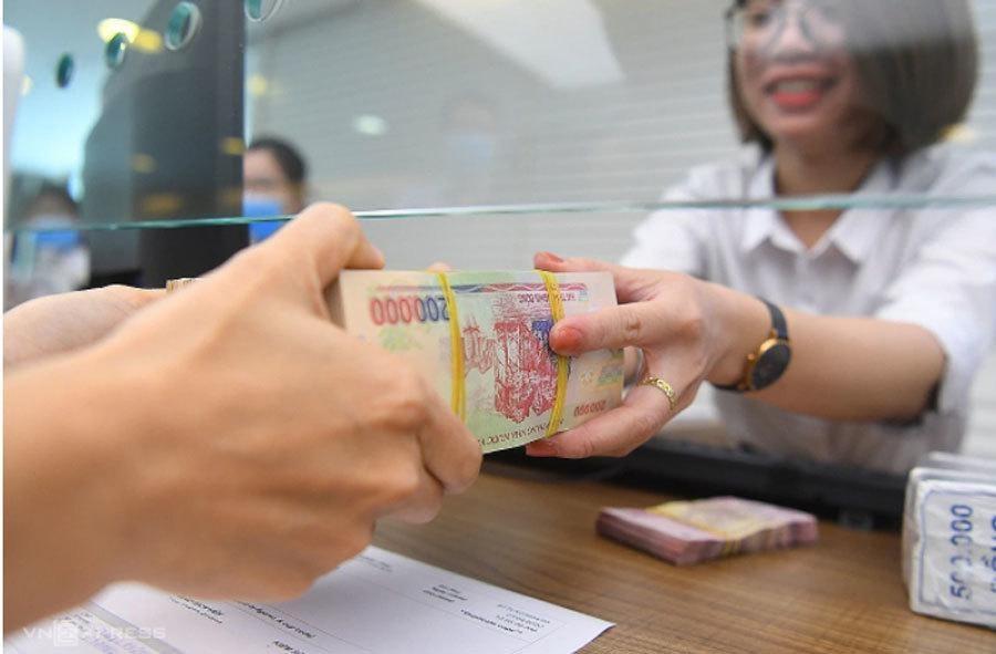Gửi thêm tiền tiết kiệm hiện được các ngân hàng tạo điều kiện thuận lợi