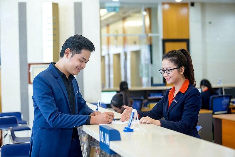 Ngân hàng Sacombank hỗ trợ khách hàng thực hiện giao dịch vào thứ 7 trong tuần