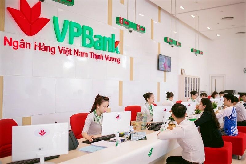 Nhân viên VPBank luôn hỗ trợ khách hàng nhanh chóng