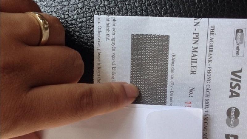 Bạn có thể tìm thấy số tài khoản Agribank trong phong bì