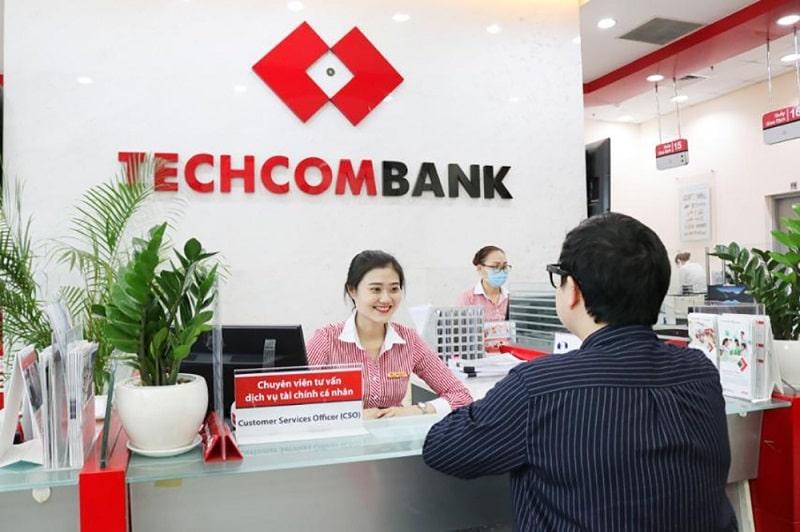 Ngân hàng Techcombank hỗ trợ khách hàng đổi tiền rách