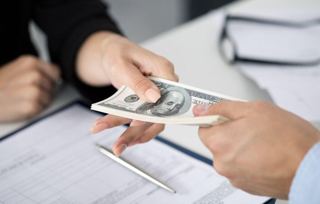 Để vay tiền, khách hàng cần đảm bảo 1 số yêu cầu nhất định